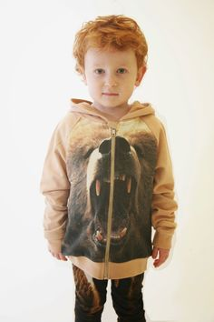 Organic sweatshirt with growling bear print by Popupshop for autumn/winter kids fashion collection 2014 Fashion Design For Kids, Kids Winter Fashion, Kids Fashion Boy, Christmas Fashion, Winter Kids, Baby Boy Outfits, Kids Outfits, Pop Up Shop, Bear Hoodie
