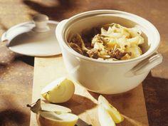 Lammfleisch mit Weisskohl ist ein Rezept mit frischen Zutaten aus der Kategorie Eintöpfe. Probieren Sie dieses und weitere Rezepte von EAT SMARTER!
