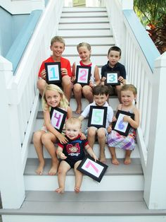 Grandkids picture in order of birth with number frames. This would be so great for the Paines! @Dawn Cameron-Hollyer Cameron-Hollyer Coffelt