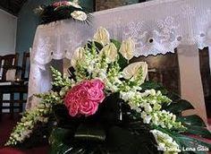 Resultado de imagem para arranjos florais para igrejas com rosas Altar Flowers, Church Flowers, Altar Design, Large Flower Arrangements, Altar Decorations, Arte Floral, Amazing Flowers, Funeral, Flower Designs