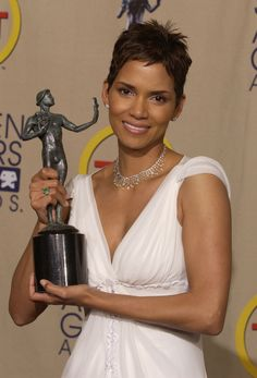 Five things you need to know about Hollywood jewelry designer Lorraine Schwartz Halle Berry Sexy, Halle Berry Short Hair, Halle Berry Style, Hollywood Jewelry, Hollywood Fashion, Hollywood Style, Lorraine Schwartz, Blake Lively, Halle Bery