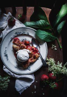 Call me cupcake: Strawberry rhubarb pie with elderflower