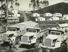 Snowy Mountains Scheme, Bella Vista a temporary town in new Euclid dump trucks owned by contractors Thiess Bros. Dump Trucks, Old Trucks, Earth Moving Equipment, Heavy Truck, Snowy Mountains, Heavy Equipment, Old Photos, Australia, South Wales