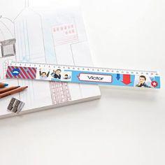 Découvrez notre gamme de fournitures scolaires personnalisées. Créez sac à dos, lunch box, agenda,... avec vos photos préférées.