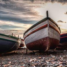 Vecchie barche sulla riva