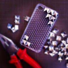 The Indie Chase: DIY iPhone studded case