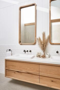▷ 1001 + ideas for adopting an aesthetic and functional bathroom splashback - fitting out of a Scandinavian bathroom, white bathroom tiles with a shiny appearance which illumina - Bathroom Renos, White Bathroom, Modern Bathroom, Master Bathroom, Bathroom Remodeling, Houzz Bathroom, Remodled Bathrooms, Colorful Bathroom, Bathroom Ideas