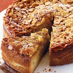 and almond cake with almond crunch topping This delicious pear and almond cake recipe is a perfect dessert for a winter dinner party.This delicious pear and almond cake recipe is a perfect dessert for a winter dinner party. Pear Recipes, Sweet Recipes, Baking Recipes, Cake Recipes, Dessert Recipes, Picnic Recipes, Picnic Ideas, Picnic Foods, Pear And Almond Cake
