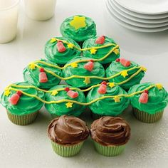 Photos of Cupcakes - Christmas Tree Cupcake Cake Christmas Tree Cupcake Cake, Christmas Sweets, Christmas Cooking, Christmas Goodies, Christmas Time, Christmas Ideas, Xmas, Holiday Treats, Holiday Recipes