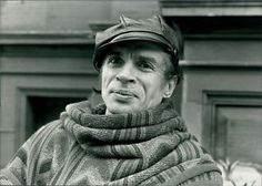 Vintage-photo-of-Close-up-of-Rudolf-Nureyev-smiling