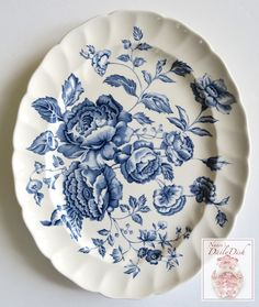 Don't you love the lush cabbage roses on this plate? It's a wonderful blue and white transfer piece by Johnson Brothers in the Elizabeth pattern. I also love that it can be displayed vertically or hor