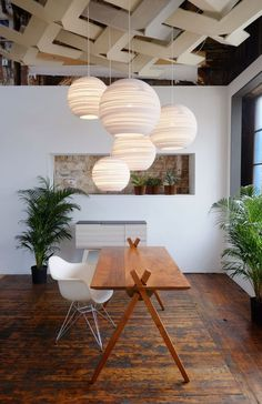 Graypants Moon 14 White pendant light www.de / … now in white, the great Scrapplights of Graypants. Used here above the dining table as a dining room lamp, cardboard lamp by PrinzessinLu Dining Room Lamps, Dining Table, Room Lights, Hanging Lights, Pendant Lamp, Pendant Lighting, Coral Lamp, White Pendant Light, Modern Lighting
