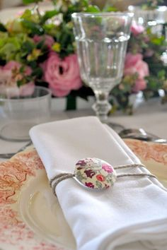 Pretty Tablescapes: Top Wedding Table Settings see more at http://www.wantthatwedding.co.uk/2013/08/25/pretty-tablescapes-top-wedding-table-styling-ideas/