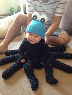 This baby octopus costume couldn't be cuter Disfarces Halloween, Old Halloween Costumes, Diy Baby Costumes, Halloween Karneval, Cute Costumes, Holidays Halloween, Baby Spider Costume, Baby Octopus Costume, Spider Baby