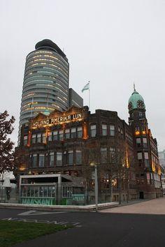 In 1901 werd het hoofdkantoor van de Holland-Amerika-lijn (in jugendstil) gebouwd aan de Wilhelminapier. Van daaruit vertrok men naar de Nieuwe Wereld…een paar koffers mee, verder (bijna) alles achterlaten en aan 'de overkant' opnieuw beginnen…wat een moed!  Vanaf 1993 is het pand in gebruik als hotel/restaurant New York.