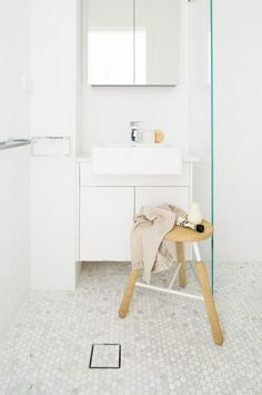Small-space-apartment-Kate-Connors-bathroom-Wall