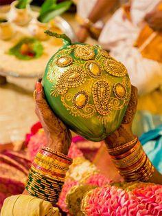 Pelli Kobbari Bondam Telugu Wedding, Wedding Mandap, Desi Wedding, Marriage Decoration, Wedding Stage Decorations, Garland Wedding, Recipe For Marriage, Kalash Decoration, Coconut Decoration