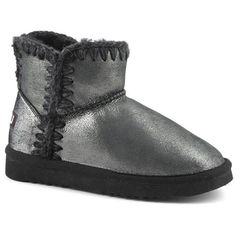 Walk the city with a silver norfolk mou boot and become an icon street style. Find it on mou-online.com .  #mou #mouboots