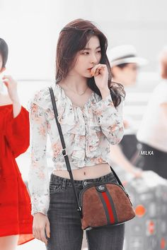 Red Velvet's Seulgi has always had a unique and eye-catching personal style, but these 10 airport outfits were particularly memorable. Red Velvet Seulgi, Red Velvet Irene, Kpop Fashion, Korean Fashion, Fashion Outfits, Kpop Outfits, Cute Outfits, Korean Outfits, Jiyong
