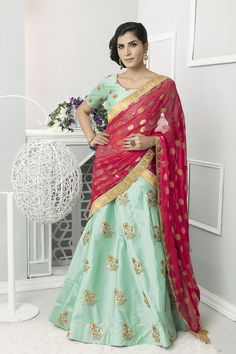 Check out the online collection of Lehenga Choli in the Catalog 6361 at Indian Cloth Store. Get Catalog 6361 of Lehenga Choli in various designs, colors & sizes. New Lehenga Choli, Lehenga Choli Online, Ghagra Choli, Choli Designs, Lehenga Designs, Blouse Designs, Green Silk, White Silk, Indian Ethnic Wear