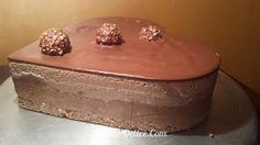 Mousse chocolat blanc et chocolat au lait avec une couche de pralinè