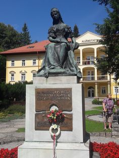 Tříhvězdičkový hotel Alžbeta přivítal první návštěvníky Bardejovské lázně otevřely hotel Alžbeta zrekonstruovaný ve stylu Sissi  V Bardejovských lázních v pátek 19. srpna slavnostně otevřeli po kompletní rekonstrukci historický hotel Alžbeta, který nese jméno rakouské císařovny Alžběty (zvané Sissi). Slavnostní otevření se konalo za účasti obchodních partnerů Bardejovských lázní, a. s. a novinářů.