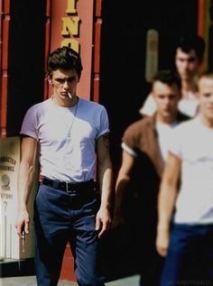 Marry me! James Franco as a greaser. How can you NOT James Franco? Beautiful Boys, Pretty Boys, Greaser Style, Greaser Guys, 50s Style Men, Men's Style, Franco Brothers, 3 People Costumes, Mode Man