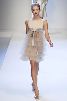 Valentino Spring 2007 RTW - Runway Photos - Fashion Week - Runway, Fashion Shows and Collections - Vogue