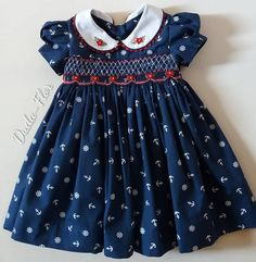 No hay descripción de la foto disponible. Smocked Baby Dresses, Baby Girl Dresses, Little Girl Outfits, Kids Outfits, Sleeves Designs For Dresses, Dress Designs, Baby Dress Patterns, Sewing Patterns, Baby Dress Design