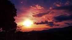 Dias bem vividos terminam ainda melhores com a beleza do pôr do sol... . Well lived days end up even better with the beauty of the sunset... . .  #repost #landscape #landscapes #landscaper #paisagem #paisagens #horizon #horizons #horizonte #horizontes #mountain #mountains #montanha #montanhas #montana #montanas #natureza #naturelover #naturelovers #instanature  #skylover #skylovers #lumia #sunset #sunrise #tree #trees #colours #clouds #brazilgram