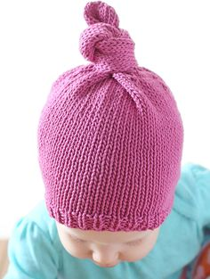 The Top Knot Baby Hat Pattern will have baby looking trendy and stylish on all of your fun outings. This simple knit hat uses basic stockinette stitch to form the body of the hat, with a ribbed edge framing baby's face. Baby Hat Knitting Pattern, Baby Hat Patterns, Baby Hats Knitting, Knitting For Kids, Knitting For Beginners, Crochet For Kids, Knit Patterns, Knitted Hats, Knit Crochet