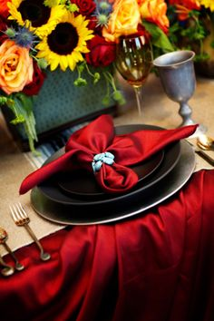 Red napkin #black #red #napkin #table #decor