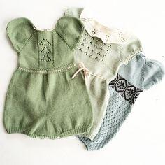 """Instagram'da • RIKKE •: """"Grundopskriften på Ediths pufærmeromper er færdig 💚"""" Knitted Baby Clothes, Knitted Romper, Baby Kids Clothes, Baby Outfits, Kids Outfits, Knitting For Kids, Baby Knitting Patterns, Baby Girl Fashion, Kids Fashion"""