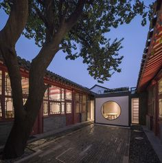 Tea Garden / Atelier Jian The project is located at Caochang North Lane adjacent to the Bell and Drum Tower. Asian Architecture, Amazing Architecture, Traditional Chinese House, Staff Lounge, Tree Saw, Renovation Budget, Black Brick, Function Room, Open Office