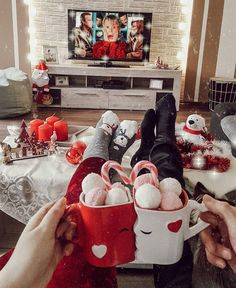Christmas aesthetic 15 couples show the love moment - ibaz it is time to show the love moment.Christmas aesthetic 15 couple show the love moment. Christmas Friends, Present Christmas, Christmas Eve Box, Christmas Couple, Christmas Mood, Little Christmas, Christmas Pictures, Christmas Lights, Christmas Decorations