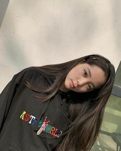 Korean Girl Photo, Cute Girl Photo, Cute Young Girl, Cute Girls, Korean Best Friends, Girl Artist, Ulzzang Korean Girl, Girl Photography Poses, Korean Beauty