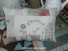 Gorgeous traditional embroidered cushion .http://blrobine.canalblog.com/