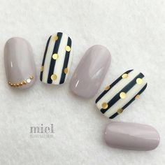 Ideas for nails grey black white art designs Striped Nails, White Nails, Gray Nails, Beautiful Nail Art, Gorgeous Nails, Grey Nail Designs, Uñas Fashion, Super Nails, Simple Nails