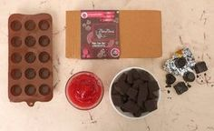 Homemade Chocolate Using Cocoa Powder Chocolate Box, Homemade Chocolate, Delicious Chocolate, Candy Recipes, Real Food Recipes, Eggnog Bread Pudding, Food Hacks, Cocoa, Sweet Treats