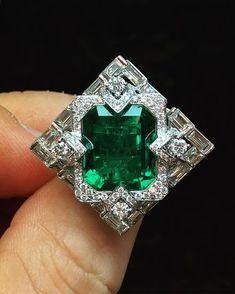 Muzo Emeralds | In collaboration with Qiu Fine Jewelry - 8.08 carat Muzo emerald ring.