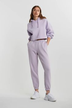 Basisplagg - Grunnleggende plagg på nettet - Gina Tricot Crop Top Outfits, Basic Outfits, Sporty Outfits, Stylish Outfits, Stylish Hoodies, Stylish Tops, Cute Comfy Outfits, Comfortable Outfits, Square Pants