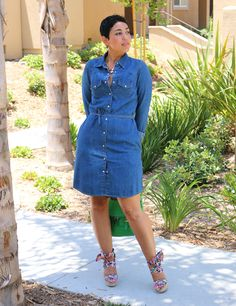 Cut from super soft, dark wash denim, this easy dress is detailed with a classy unique polish! It has a beautiful button up look that's perfect for work or play! Denim Shirt Dress Outfit, Denim Dresses, Denim Fashion, Fashion Outfits, Fashion Clothes, Trendy Fashion, Diy Vetement, Simple Dresses, Easy Dress