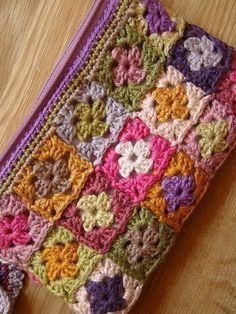 Sac Granny Square, Point Granny Au Crochet, Motifs Granny Square, Granny Square Crochet Pattern, Crochet Squares, Granny Squares, Granny Granny, Crochet Simple, Love Crochet