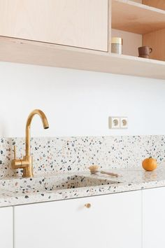 Terrazzo Trend is Making a Comeback in 2018 – Decorating Ideas Kitchen Interior, Kitchen Decor, Sweet Home, Cocinas Kitchen, Kitchen Trends, Cheap Home Decor, Home Decor Inspiration, Home Remodeling, Modern Kitchens
