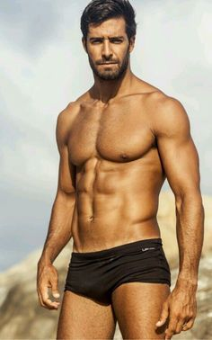 sexy abs and shirtless. Male Fitness Models, Male Models, Tall Dark Handsome, Beto Malfacini, Elegant Man, Hommes Sexy, Muscular Men, Mature Men, Athletic Men