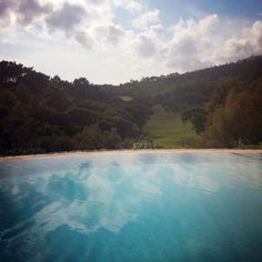 The amazing outdoor infinity pool of Penha Longa in Sintra, Portugal. http://www.penhalonga.com/