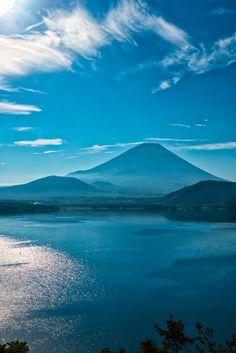 Mt. Fuji and Lake Motosu, Japan   Photo by Yuga Kurita 本栖湖からの富士山