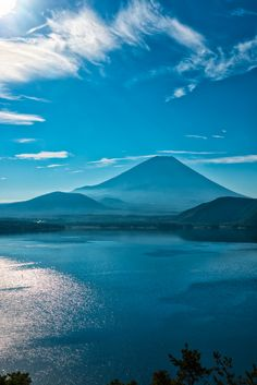 Mt. Fuji and Lake Motosu, Japan | Photo by Yuga Kurita 本栖湖からの富士山