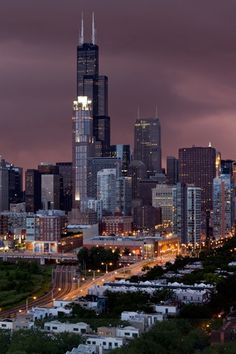 Skyline extraordinaire... That tall building there is now called Willis Tower.  But ANYONE from Chicago will forever call it SEARS TOWER!