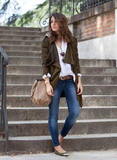 Lovely Pepa: casaco verde musgo, jeans e sapatilha